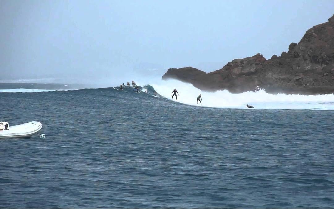 Isla de Lobos Surf, la ola más larga de Canarias en la derecha de Lobos